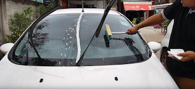 ล้างกระจกรถยนต์