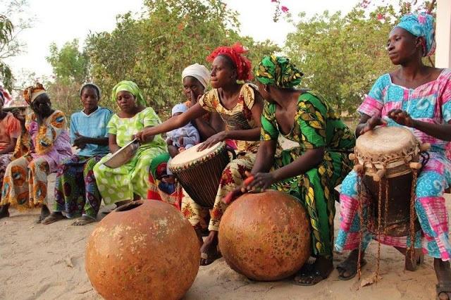 Danse-culture-événement-Nguel-sabar-spectacle-tradition-chants-mariage-ethnies-Sérére-LEUKSENEGAL-Dakar-Sénégal-Afrique