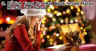 Hadiah Yang Bernilai Tidak Selalu Harus Mewah Dan Mahal merupakan  salah satu tips jitu pilih hadiah natal berkesan untuk sahabat