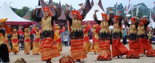 seni tari tradisional minangkabau padang sumatera barat