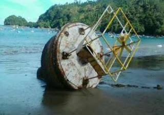 Buoy Rusak yang Ditarik ke darat oleh Nelayan di Trenggalek