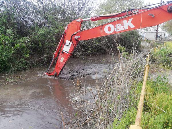 """Ολοκληρώθηκε από τα συνεργεία του Δήμου, ο καθαρισμός του αρδευτικού καναλιού στη θέση """"Καράμπασι"""" Καραβομύλου"""