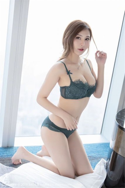 Hot and sexy big boobs photos of beautiful busty asian hottie chick Chinese booty model Lavinia Rou photo highlights on Pinays Finest sexy nude photo collection site.