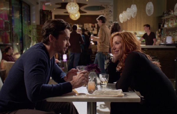 Unforgettable - Carrie (Poppy Montgomery) dines at a restaurant with mobster Steve (Jackson Hurst)