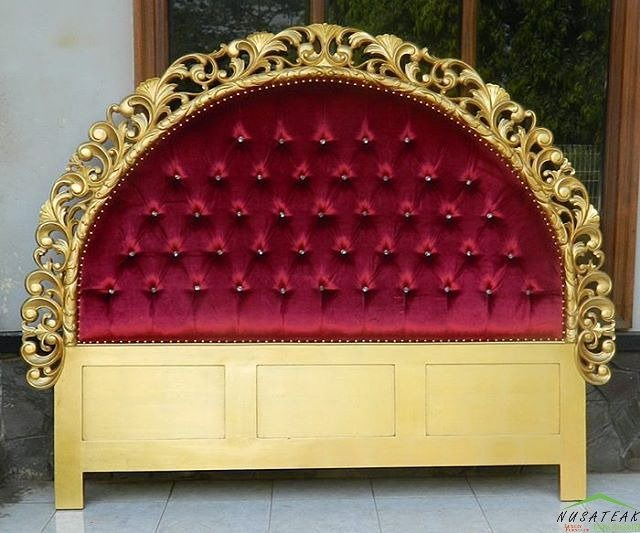 Rococo Mahogany Bed in Antique Gold Finish Arjumei