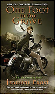 Saga cazadora de la noche: Un pie en la tumba, libro 2
