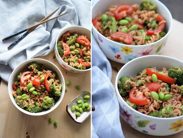 Rote Linsen Spirelli Salat mit Edamame