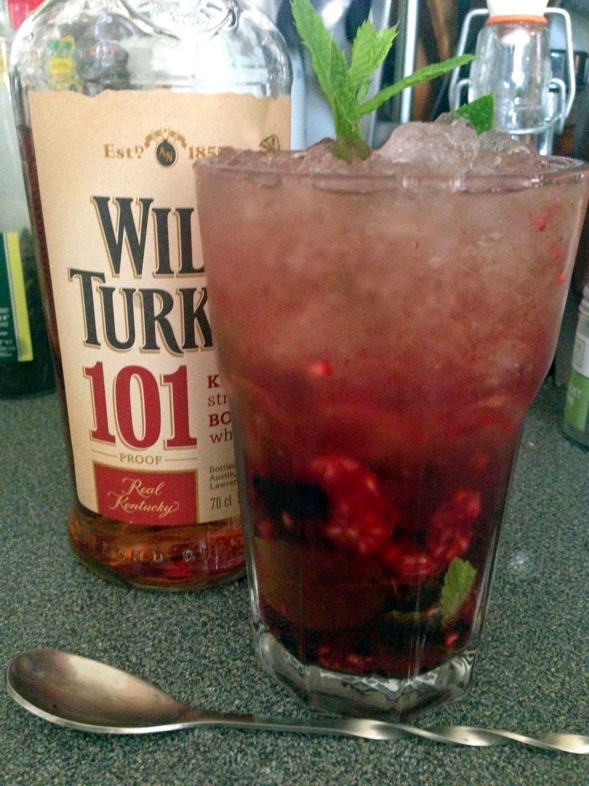 Stitch & Bear - Mixed berry julep - Garnish and serve