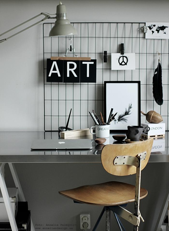 annelies design, webbutik, webshop, nätbutik, vykort, kort med bokstäver, galler, print, prints, konsttryck, tavla, tavlor, fjäder, svartvit, svartvitt, svart och vitt, svart och vit, svartvita, kort, diy, tips, inredningstips, inspiration, ekollon, galge, byxhängare, byxgalge, memoblock på memoblock, text, ansikte mugg, arbetsrum, hemmakontor, hemmakontoret, arbetshörna, skrivbord, skrivbordet, inredningsblogg, blogg, bloggar, nät