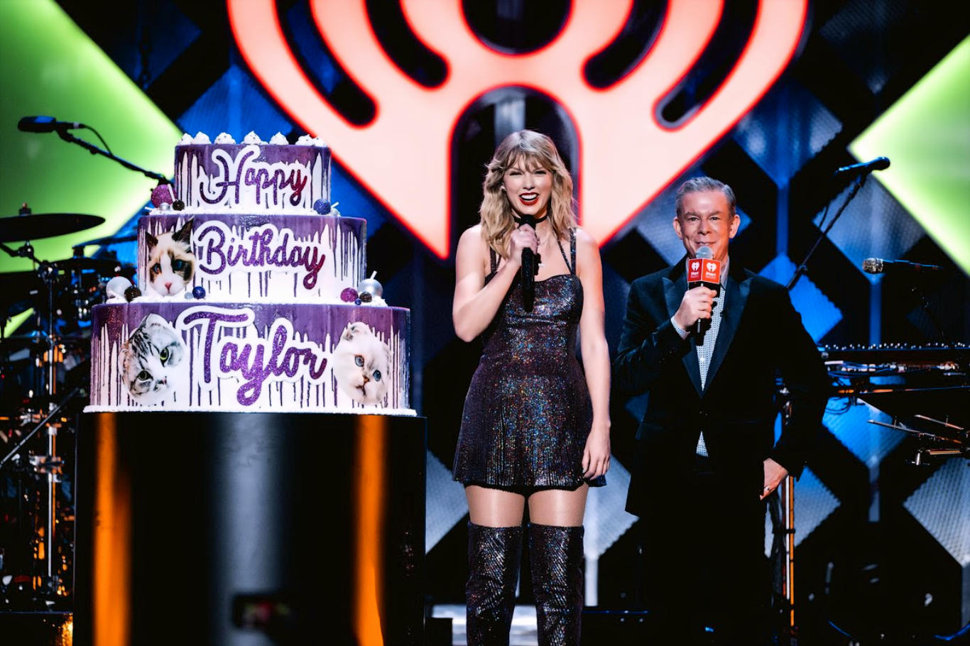 Taylor Swift Cute Dress HD Wallpaper