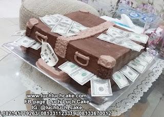 Kue Tart Bentuk Koper Uang