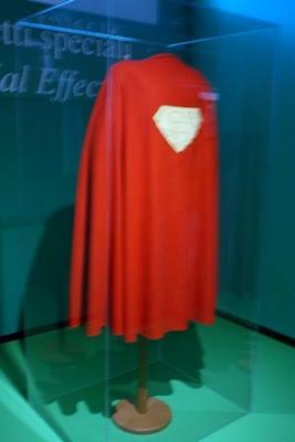 Costume di scena: MANTELLA USATA NELLA PRODUZIONE DEL FILM SUPERMAN, 1973.