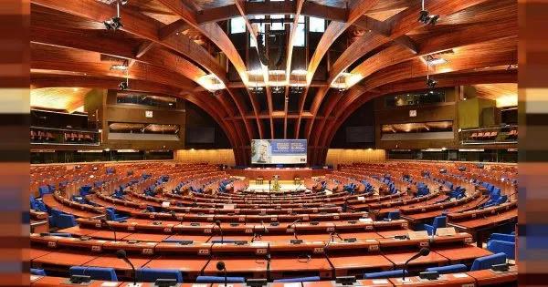 Συμβούλιο της Ευρώπης: «Απαγορεύεται η οποιαδήποτε διάκριση κατά πολιτών που δεν θέλουν να εμβολιαστούν»
