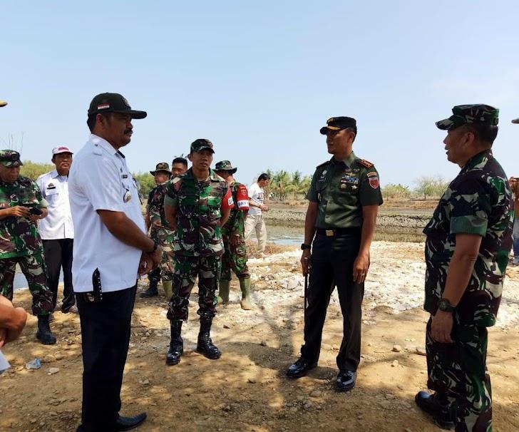 Danrem 141/Tp Dampingi Tim Wasev Progter Ster TNI Tinjau Lokasi TMMD Pangkep