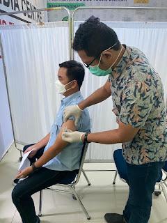 Pegawai Bank BRI Sinjai Ikut Menyukseskan Vaksin Pemerintah
