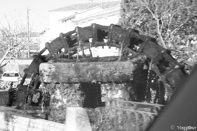 Un altra pala del mulino che gira nel villaggio