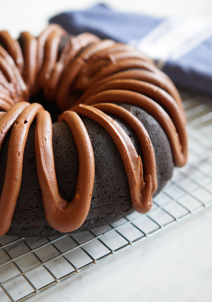 chocolate fudge bundt cake ...beyond rich with a dreamy chocolate frosting! | bakeat350.net