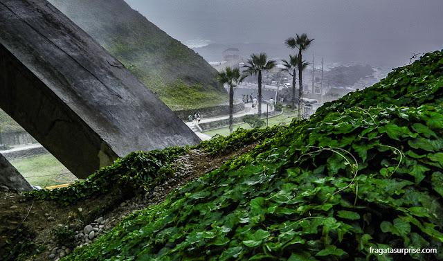 Parque público sobre a falésia de Miraflores, Lima, Peru