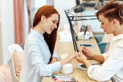 salon bridal semarang menggunting kuku customer