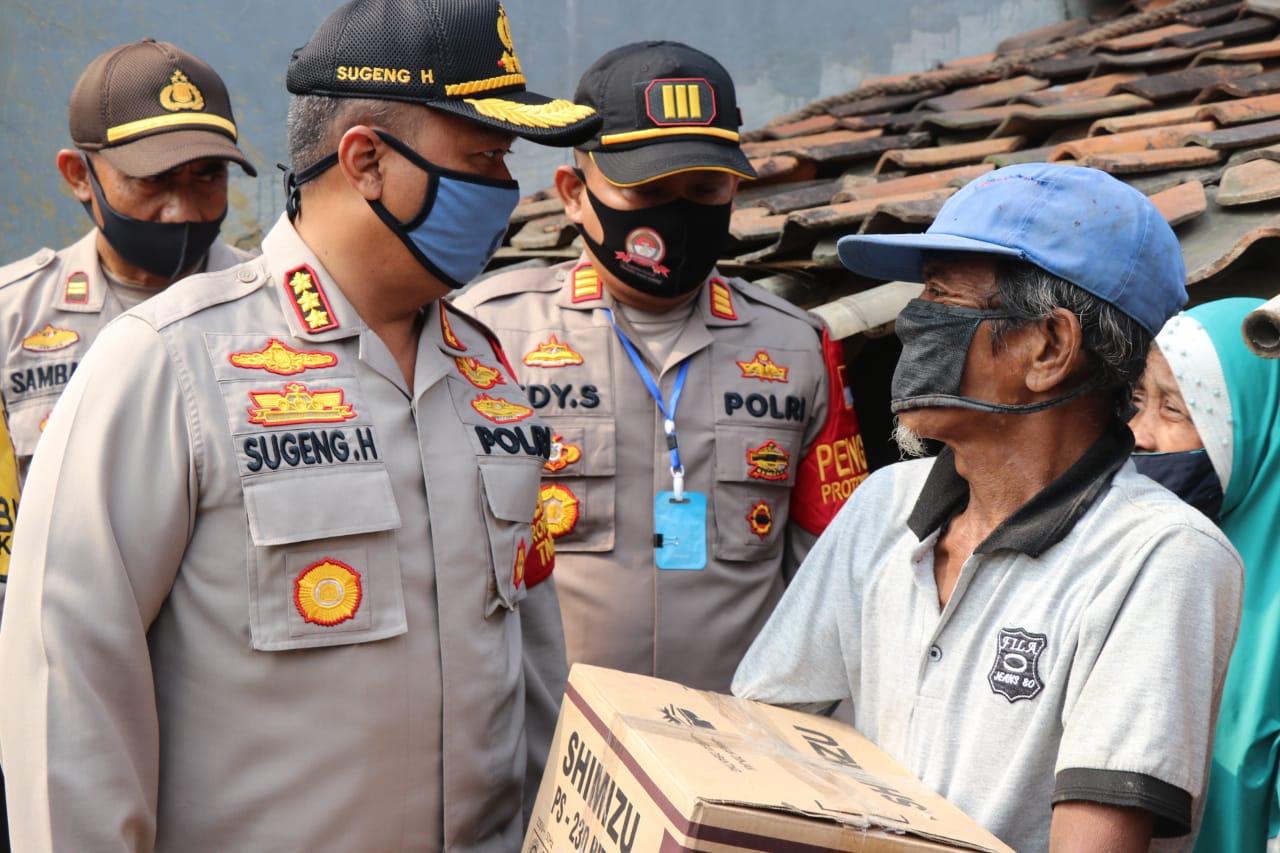 Dalam Rangka Hari Bhayangkara Ke-74, Polsek Pakuhaji Bedah Rumah