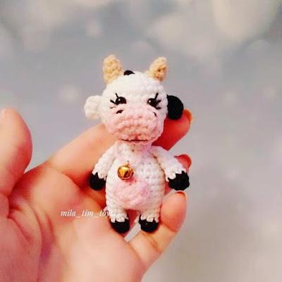 Маленькая коровка крючком