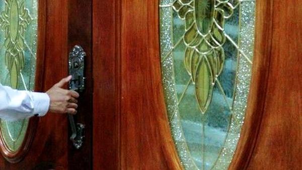 Istrimu Suka Menutup Pintu Rumah Rapat-rapat? Berbahagialah!