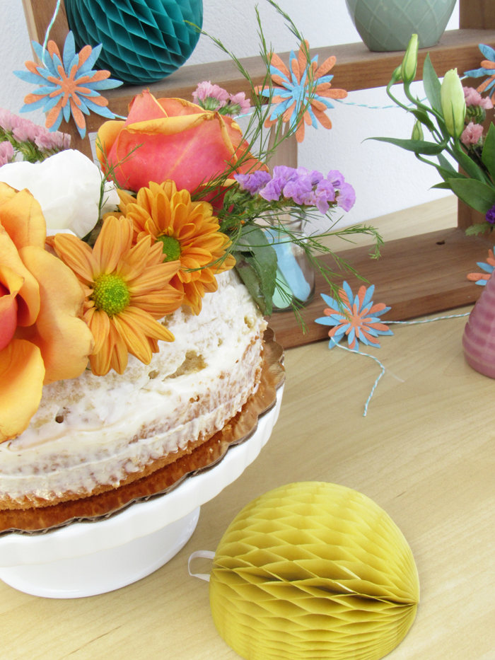 Valentina Vaguada: 40 years, birthday, piñata, party, naked cake, flowers