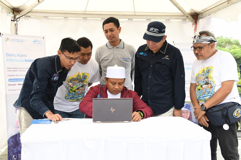 Sensus Penduduk 2020 : Kang Uu Ajak Warga Jabar Proaktif Sukseskan Satu Data Indonesia.