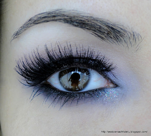 Burgundowe smoky eyes