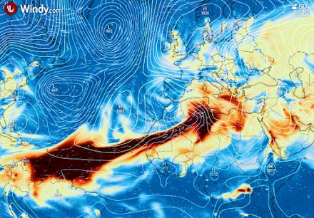 Οι εκπομπές διοξειδίου του θείου από το ηφαίστειο Σουφριέρ πάνω από την Ιταλία και την Ελλάδα την Παρασκευή