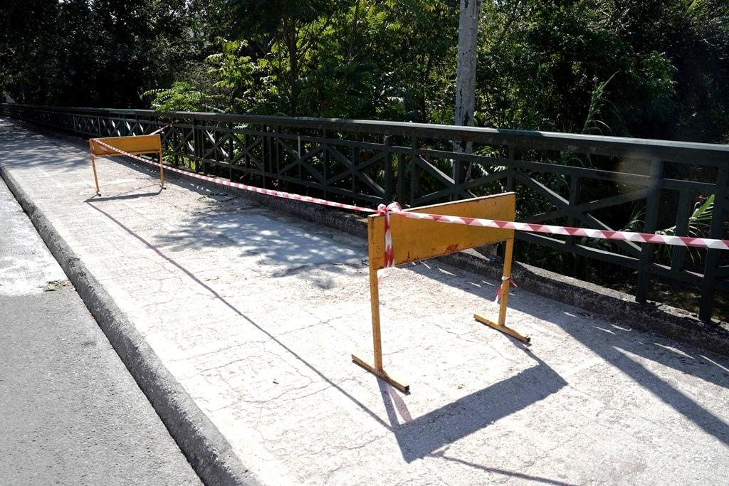 Αμεση παρέμβαση του Δήμου για την τρύπα στην γέφυρα Ναϊδων Νυμφών