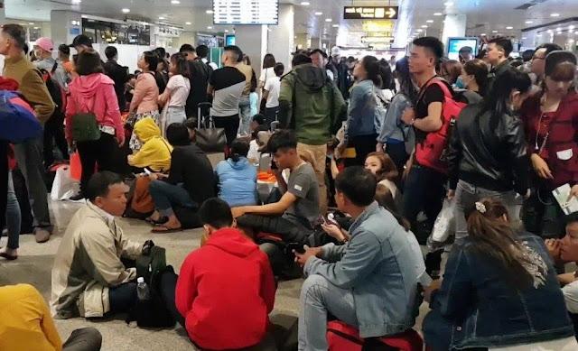 Máy bay hoãn chuyến, sân bay Tân Sơn Nhất 'tê liệt'