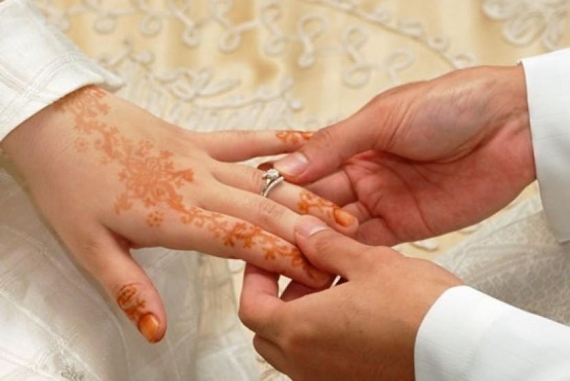 Masuk Islam Karena Hendak Menikah, Bagaimana Hukumnya