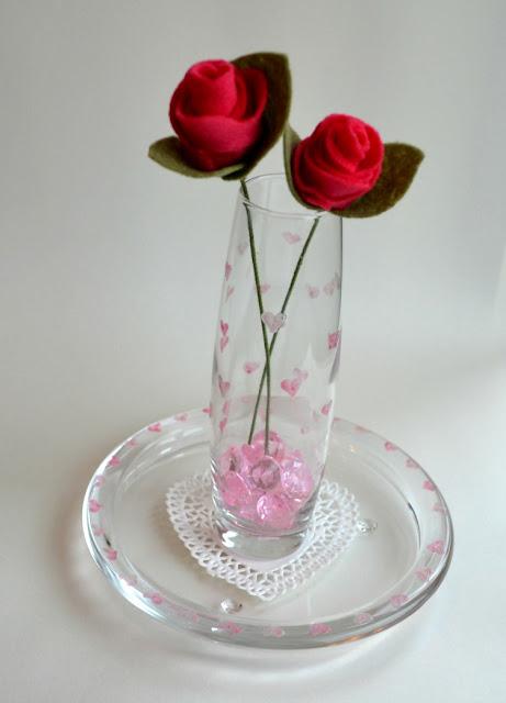 DIY felt red roses for Valentine's Day