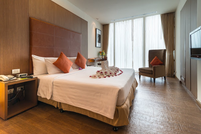 On8 Sukhumvit Nana Bangkok Bangkok offers the city hotel experience under chic and hip hotel concept with best comfort, located just a few steps from main Sukhumvit Road, the Sky train is next door and the MRT Subway Station is in walking distances.