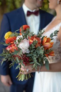 Photos of bright floral wedding bouquet.