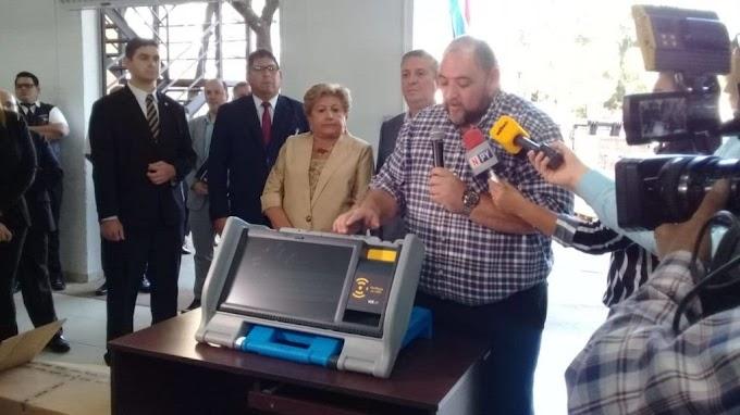 Paraguai aprova uso de urnas eletrônicas com voto impresso; No Brasil, TSE foge do tema