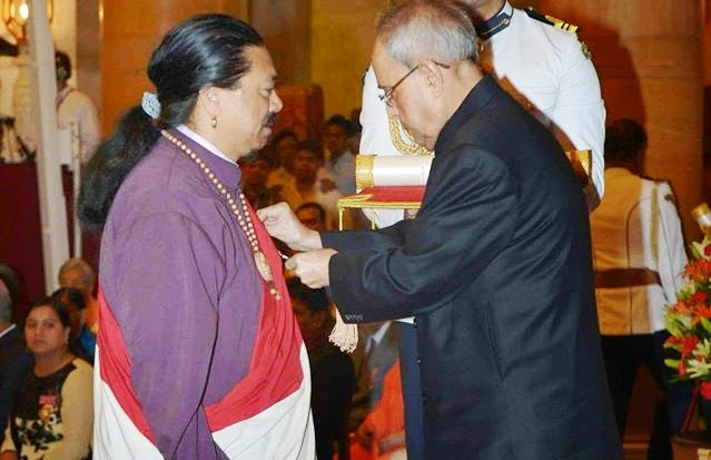 H Thegtse Rinpoche receiving the Padma Shri award from President Pranab Mukherjee