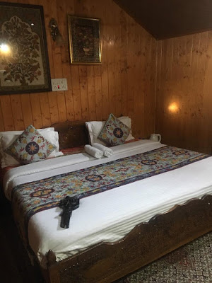 Room in House boat dal lake