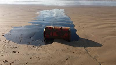 Barris de óleo são encontrados na costa sergipana