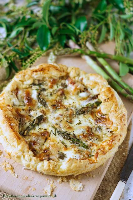 tarta, ciasto francuskie, gorgonzola, szparagi, obiad, zapiekanka, bernika, kulinarny pamietnik