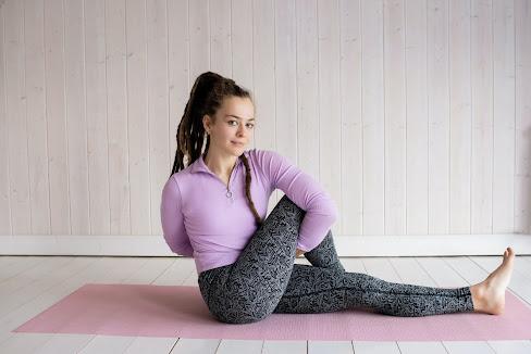 ARDHA MATSYENDRĀSANA – HALF SPINAL TWIST Yoga pose