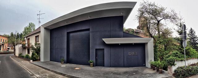 Die neue Kelterhalle des Schlossgutes Diel.