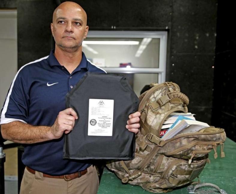 Negli USA vendono uno zaino antiproiettile a scuola