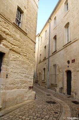 Le belle vie medievali del centro storico di Uzes