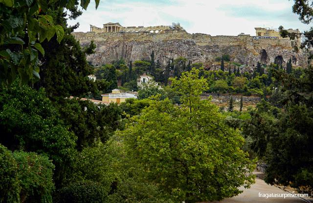 O Partenon, na Acrópole de Atenas, visto da Ágora Antiga
