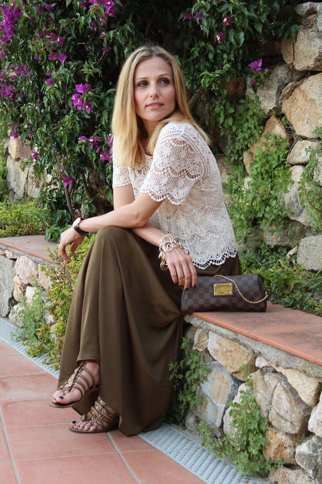 Eniwhere Fashion - Maxi skirt olive and lace top