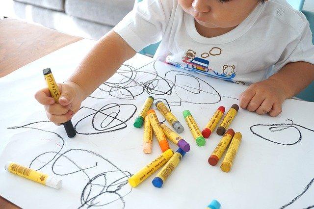 Tingkatkan Daya Imajinasi Si Kecil Dengan Cara Ini Yuk!