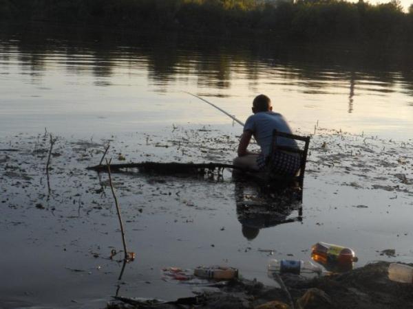 pescando na lagoa