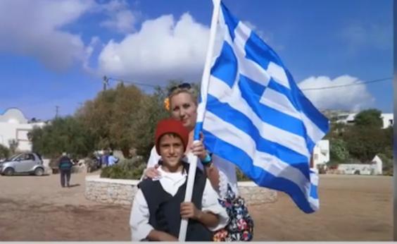 Σε χαίρονται ολοι οι Έλληνες ,είσαι το παιδί μας, είσαι το παλληκαράκι μας ! Ο μοναδικός μαθητής στους ακριτικούς Αρκιούς τιμά την επέτειο του ΟΧΙ (ΒΙΝΤΕΟ)